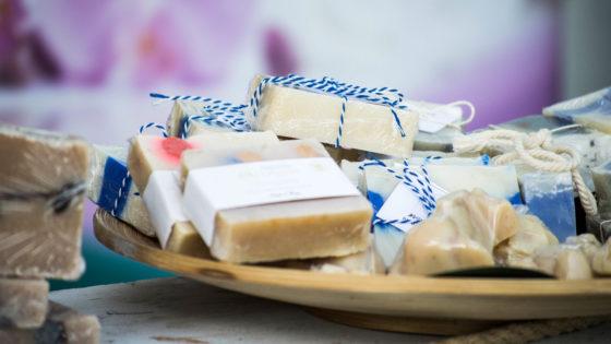 choisir entre la saponification a froid saf et le melt and pour fabriquer son savon